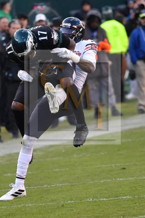 Eagles wide receiver Alshon Jeffrey makes a critical 13 yard catch