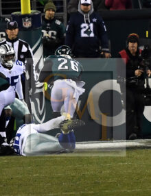 Eagles running back MILES SANDERS scores a touchdown