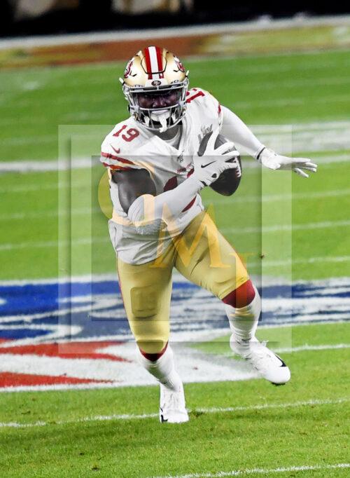 49ers wide receiver Deebo Samuel receives a pass