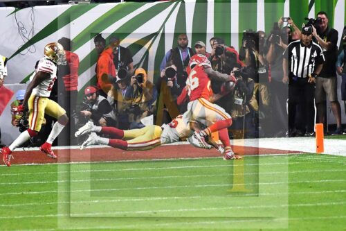 Kansas City Chiefs running back Damien Williams scores the go ahead touchdown