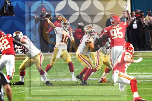 49ers quarterback Jimmy Garoppolo throws a pass to wide receiver Kendrick Bourne